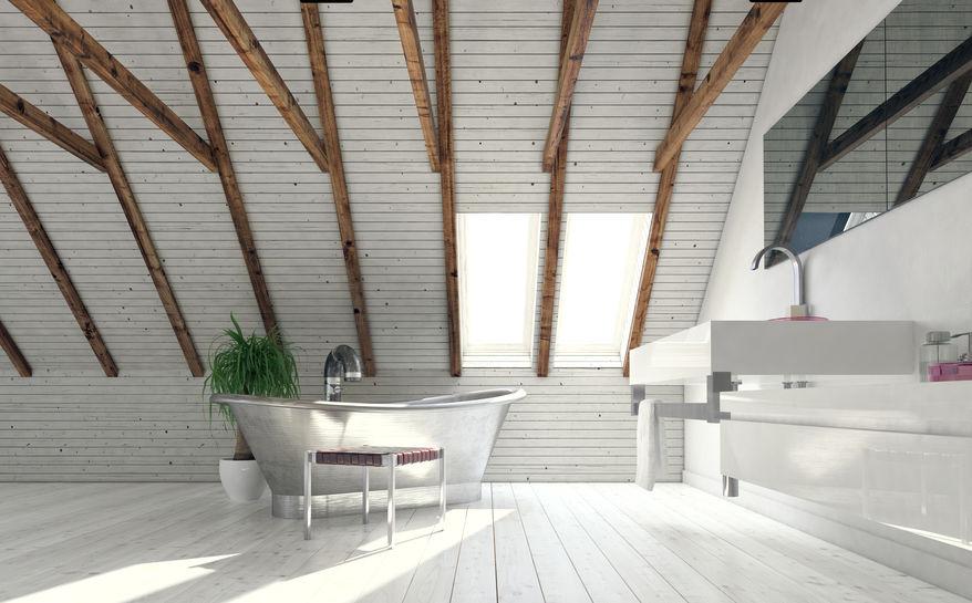 Pareti in legno bianco in bagno