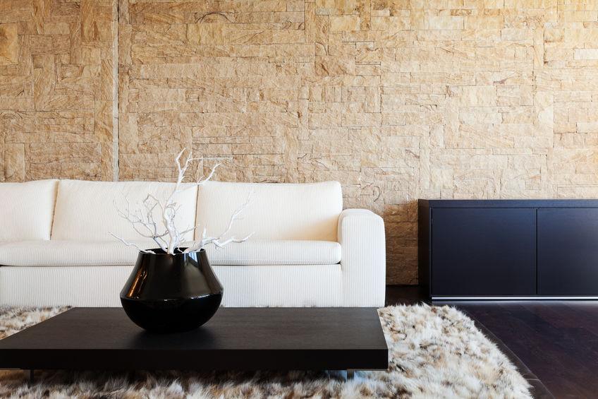 Pareti in pietra in soggiorno