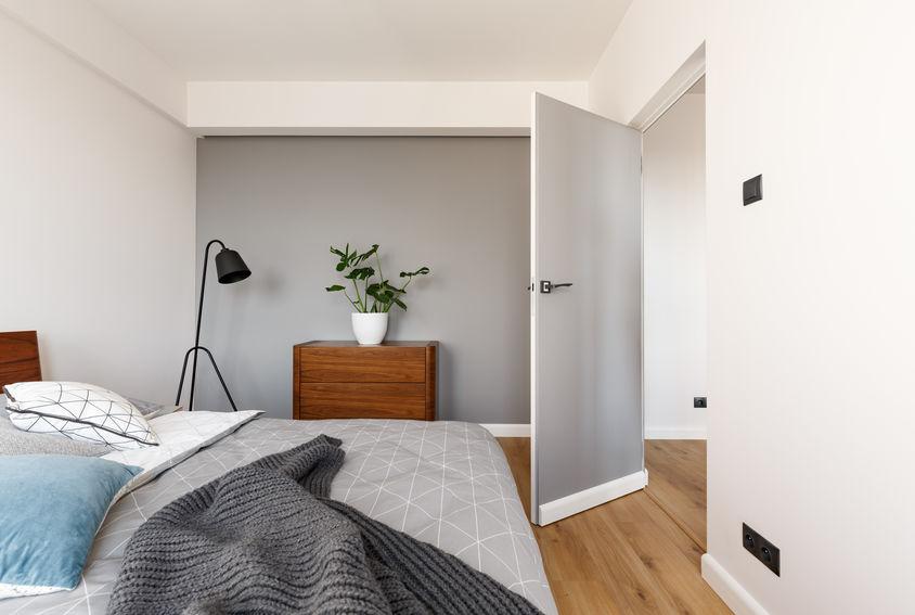 caratteristiche della porta raso muro