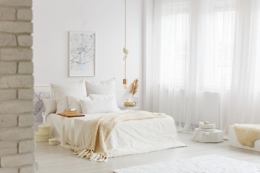 Camera da letto total white in stile scandinavo