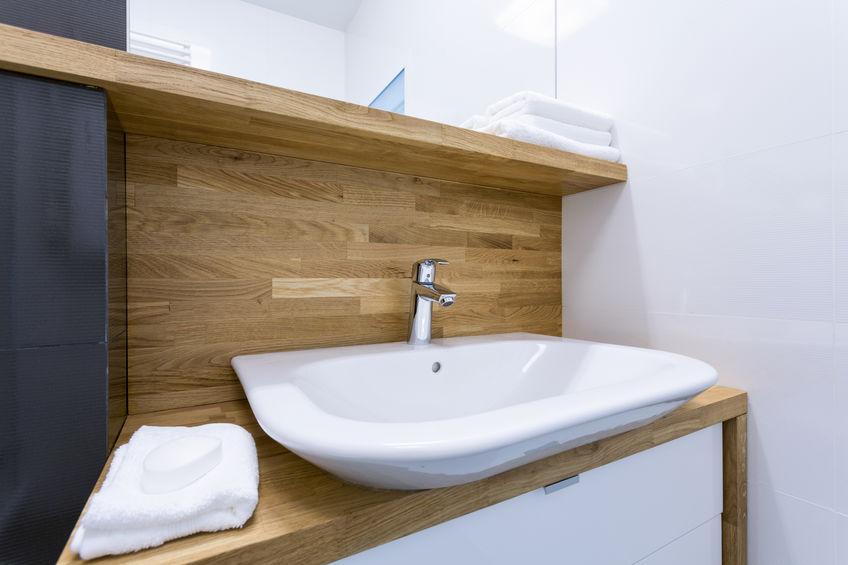 mobile in legno su misura per bagno