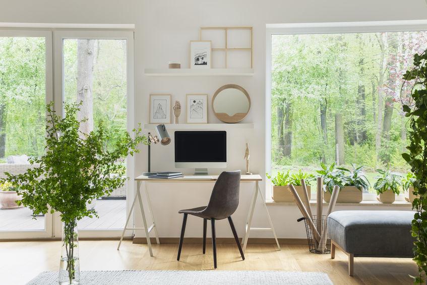scrivania nel soggiorno