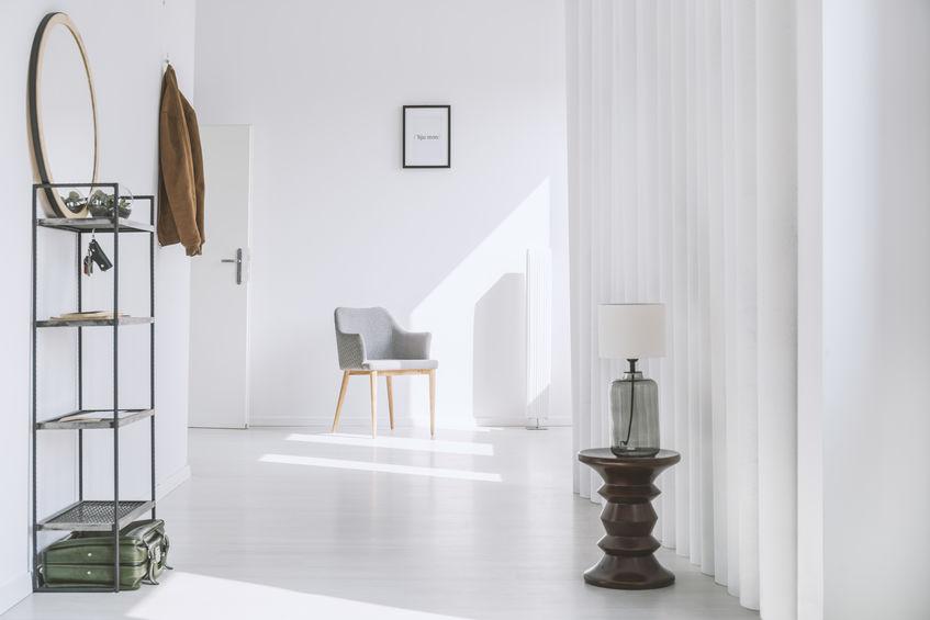 Ingresso minimal in bianco