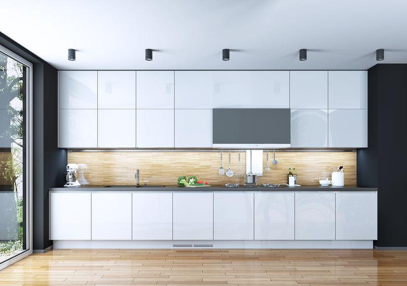 Cucina con paraschizzi in legno