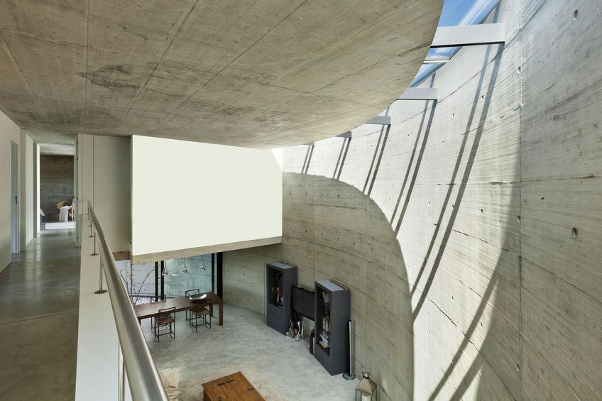 Interni di una villa moderna in cemento