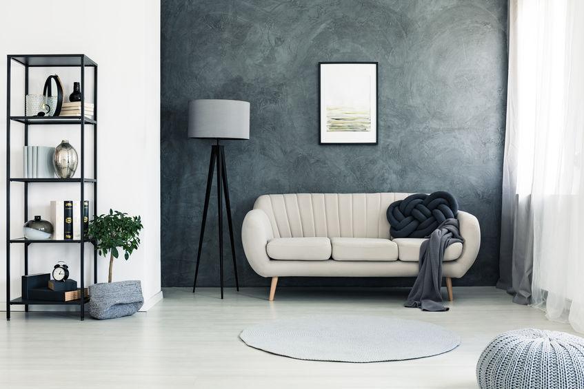 soggiorno con parete decorativa nera