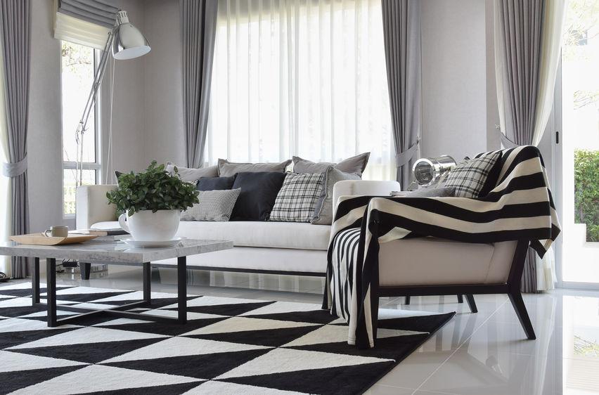 tappeti e tessuti casa bianchi e neri