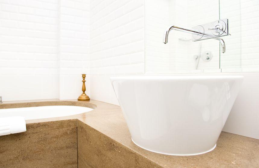 Lavabo in ceramica per il bagno