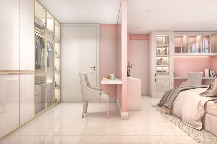 camera da letto rosa e bianca