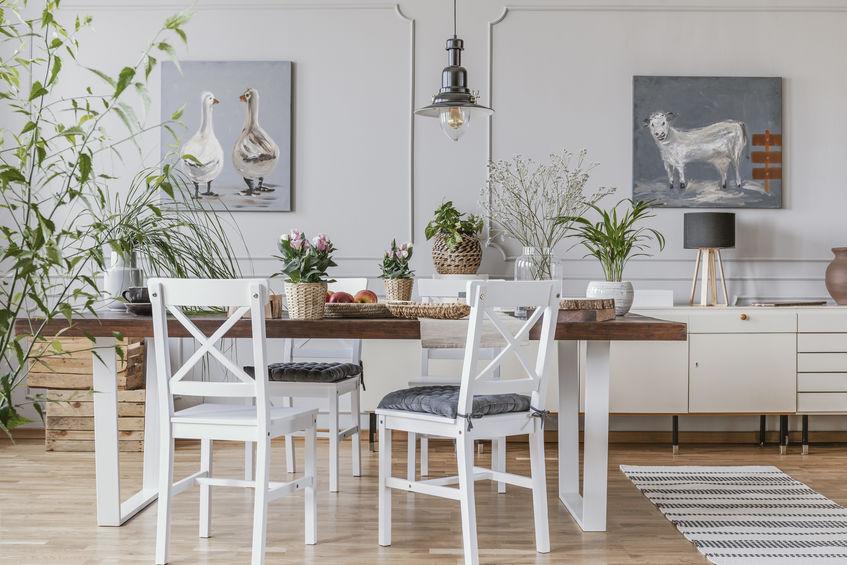 Tavolo da pranzo in legno naturale