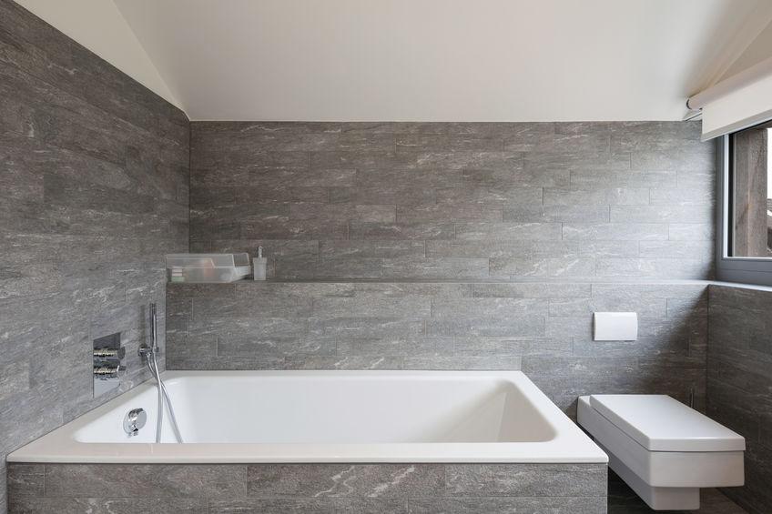 Vasca da bagno quadrata: inusuale ma utile