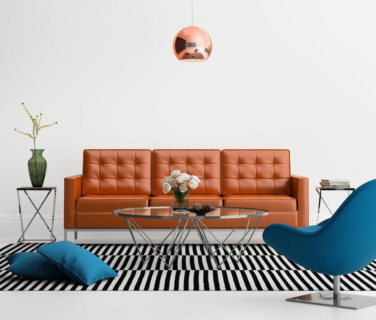 divano in pelle marrone