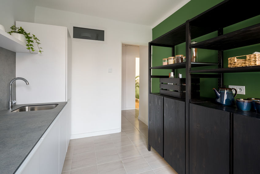 Colori in cucina: tonalità verde bosco
