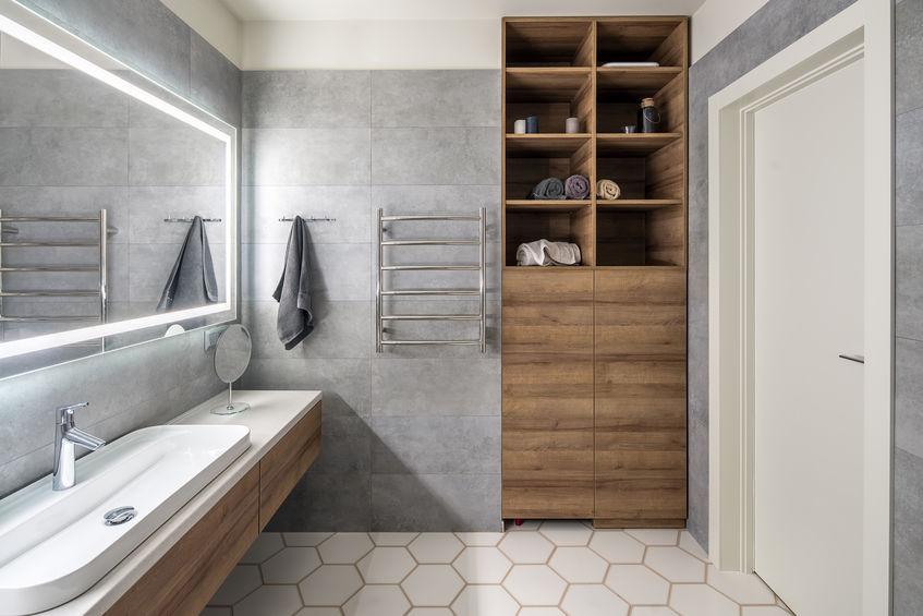 Nicchia in bagno: spazio per mobiletti