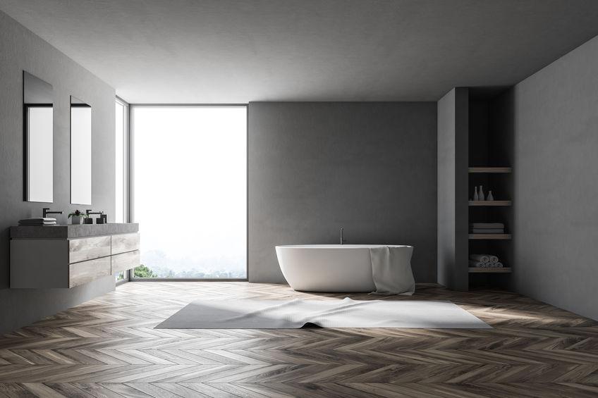 Nicchia in bagno: spazio per ripiani a giorno