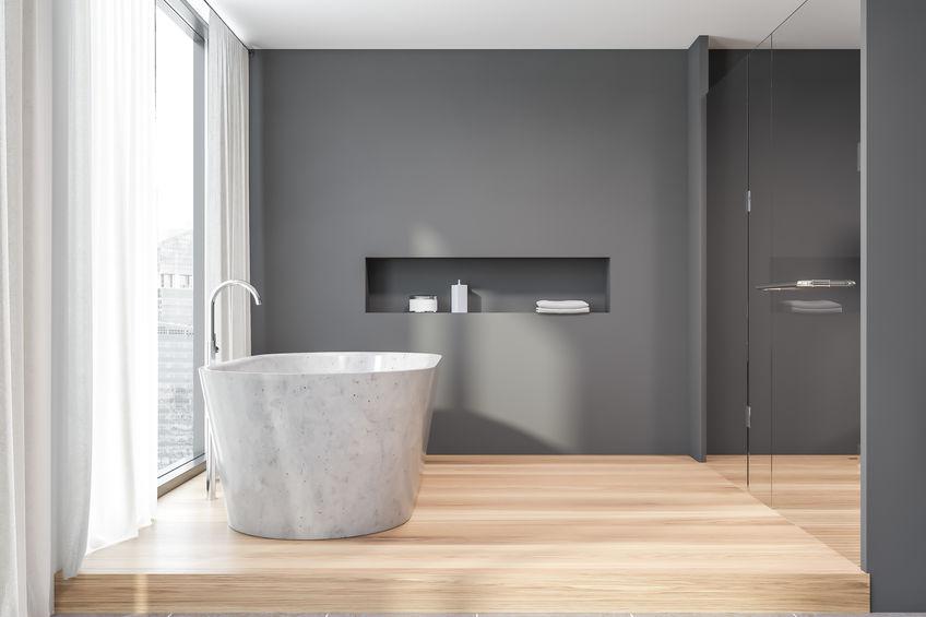 Nicchia in bagno: comoda sopra la vasca