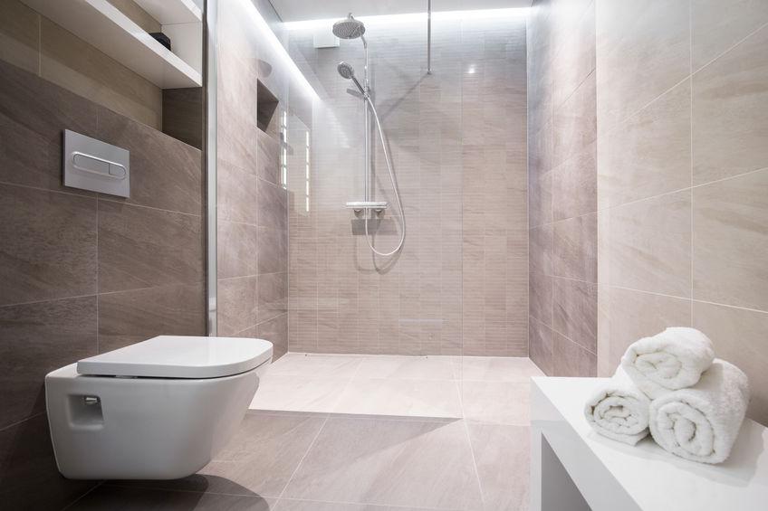 bagno con doccia walk in filo pavimento