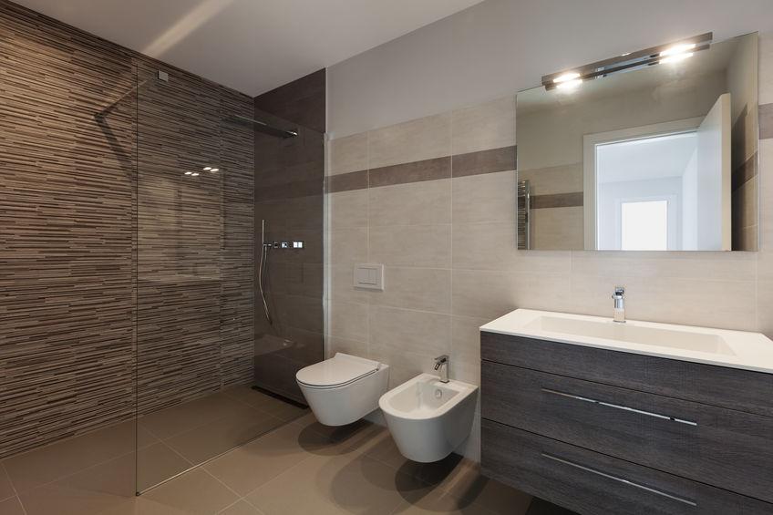 bagno marrone moderno