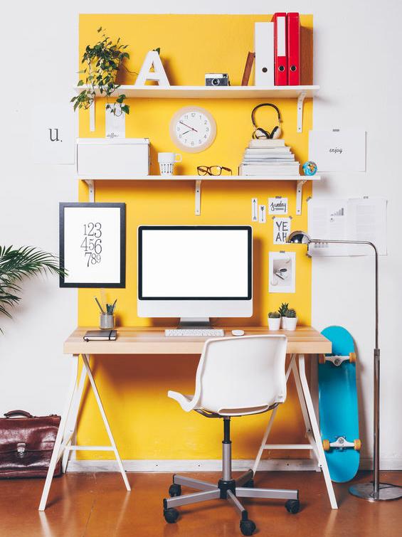 Casa in giallo: zona studio allegra e divertente