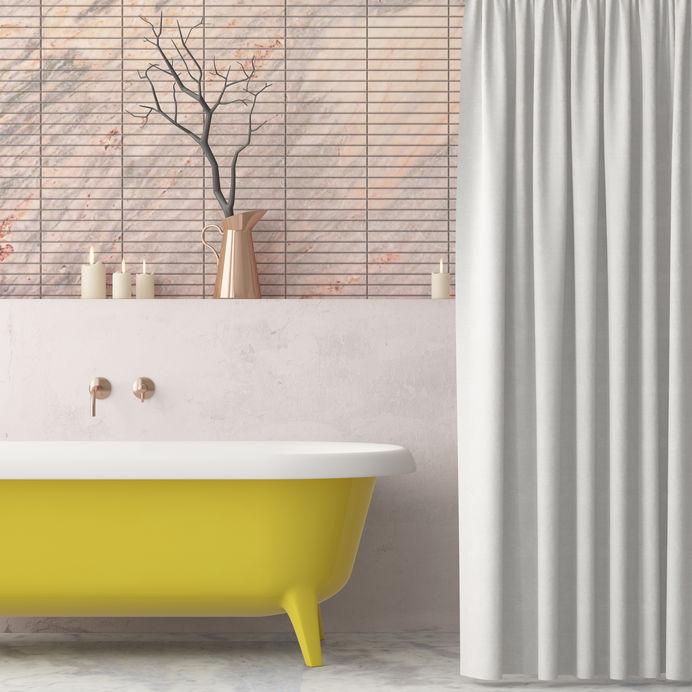 Bagno vintage con vasca in giallo
