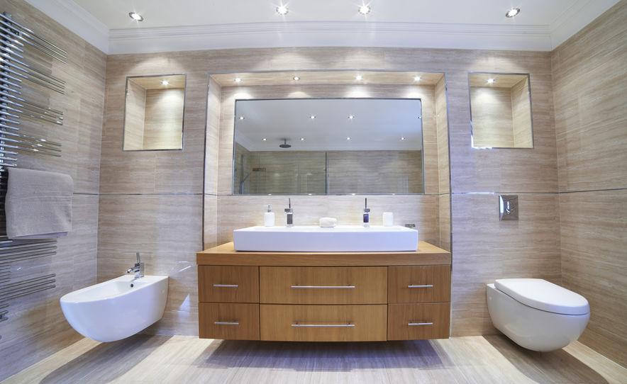 bagno elegante con nicchie