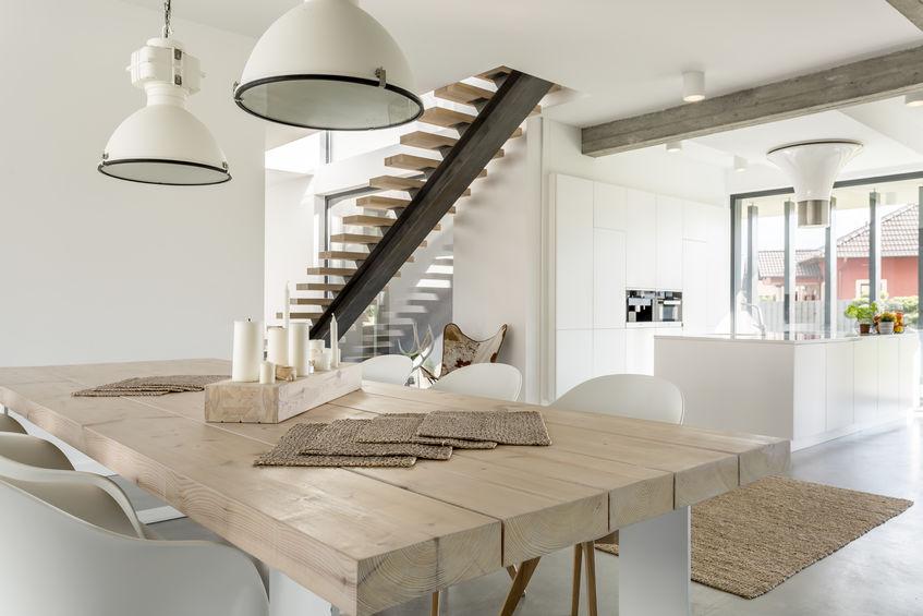 tavolo con legno riciclato
