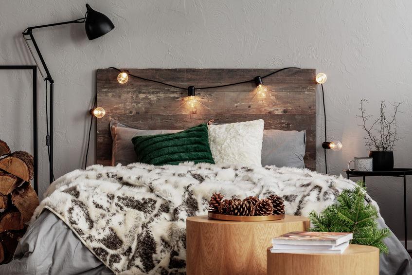 testiera letto con legno riciclato