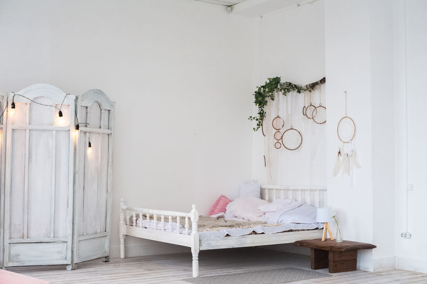 Come illuminare in stile provenzale una camera da letto