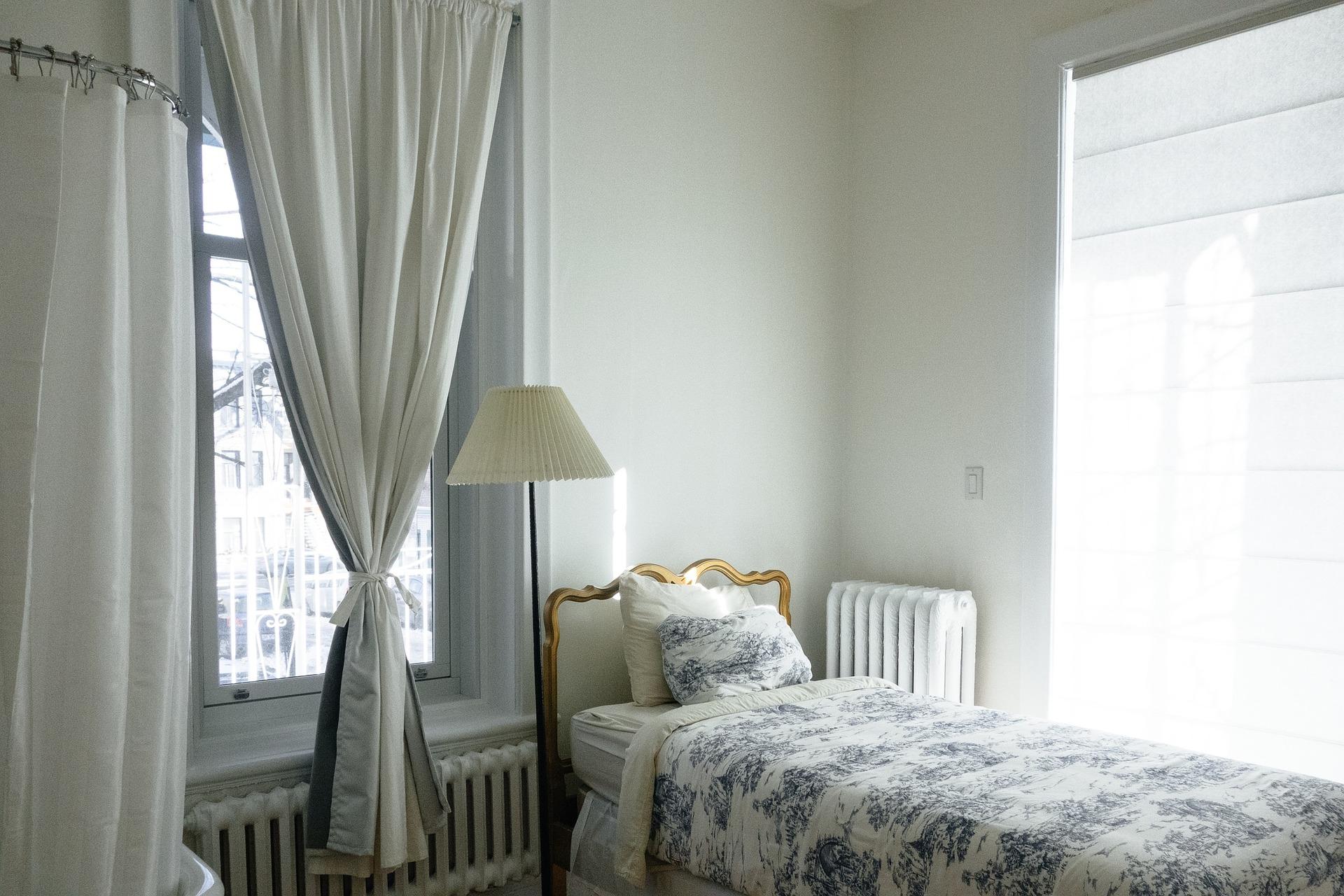 Colori in stile provenzale: decorare una camera da letto
