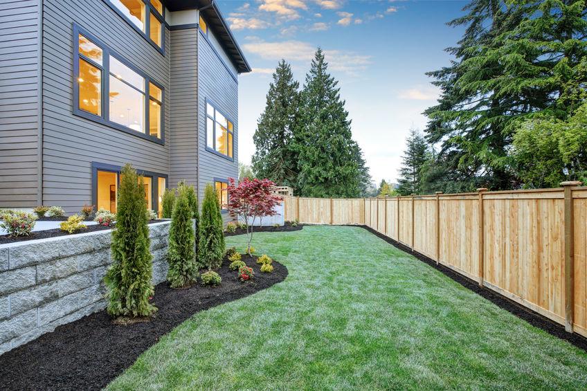 Legno: recinzione classica per una casa moderna