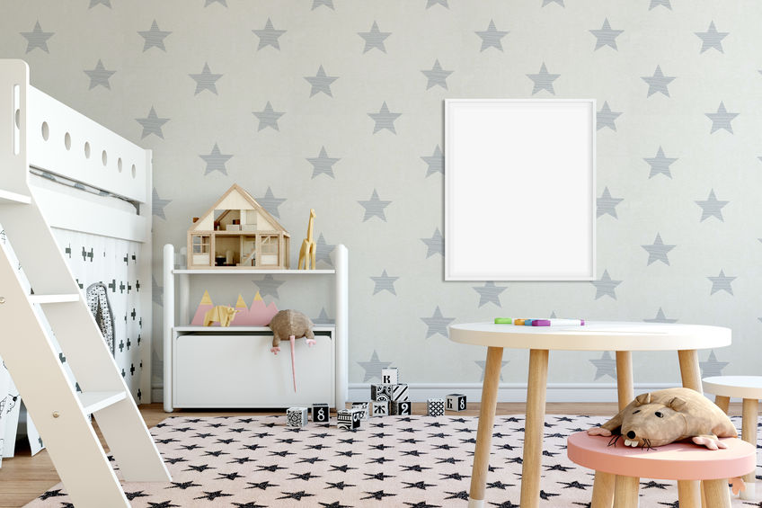 Pareti decorate a stelline in cameretta dei bambini