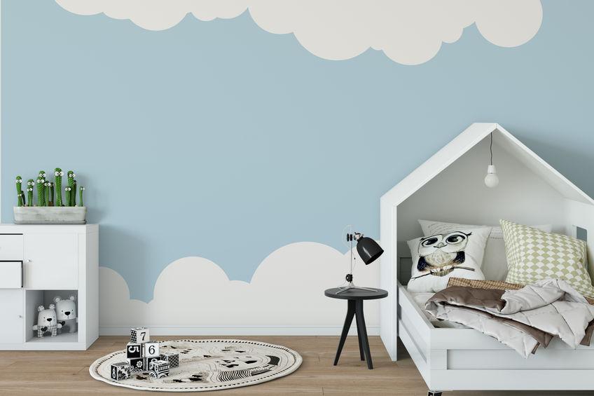 Pareti con nuvole nella cameretta dei bambini