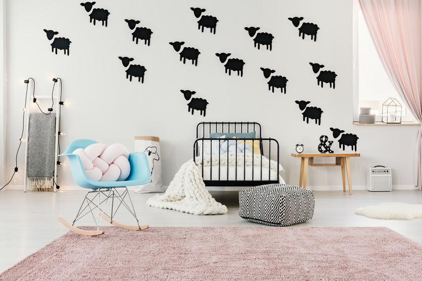 Cameretta dei bambini: pareti decorate con animaletti