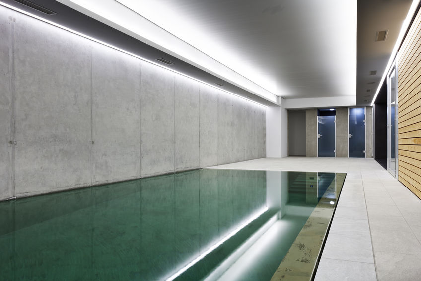 piscina interna a sfioro