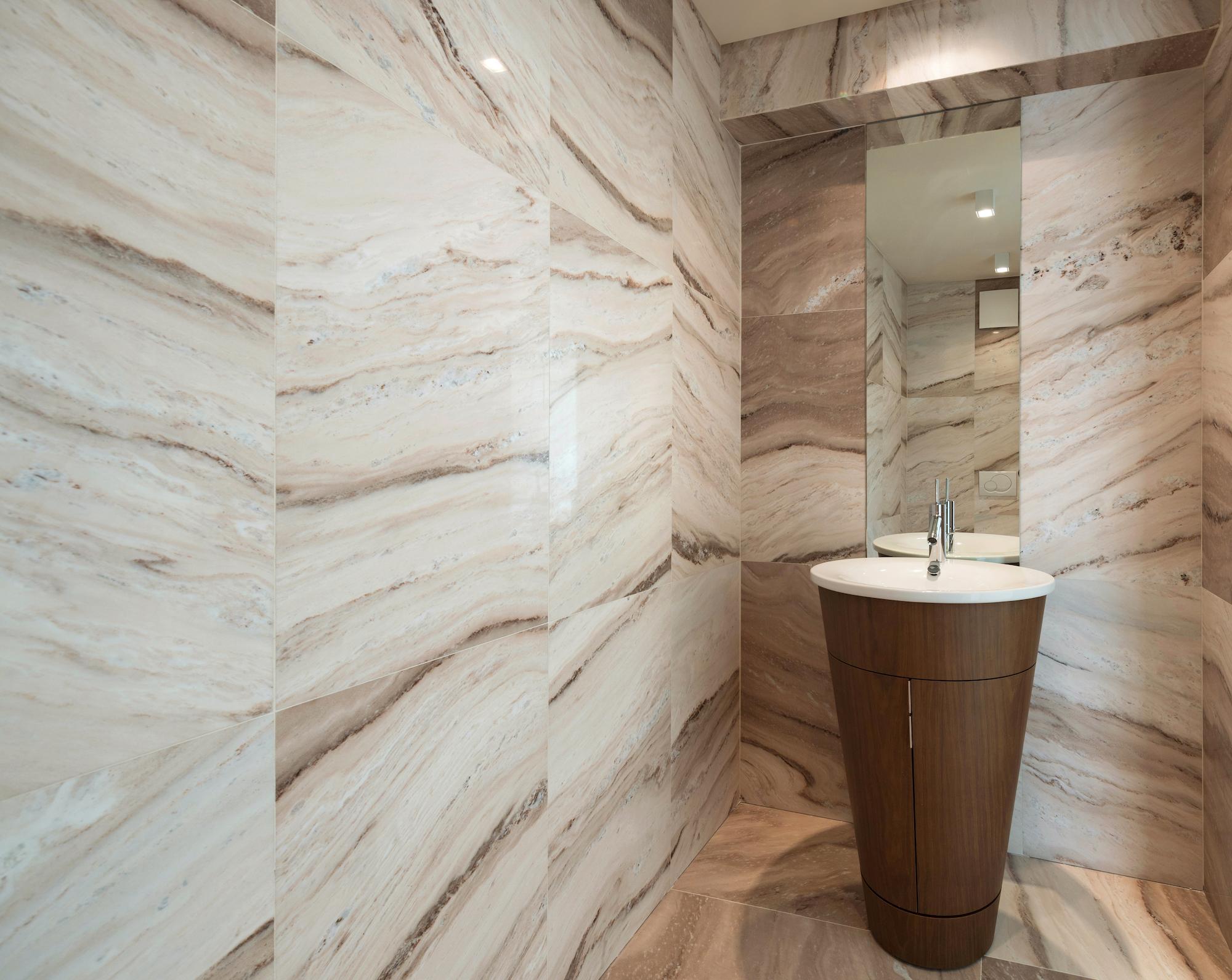 lavabo freestanding con impiallacciatura in legno