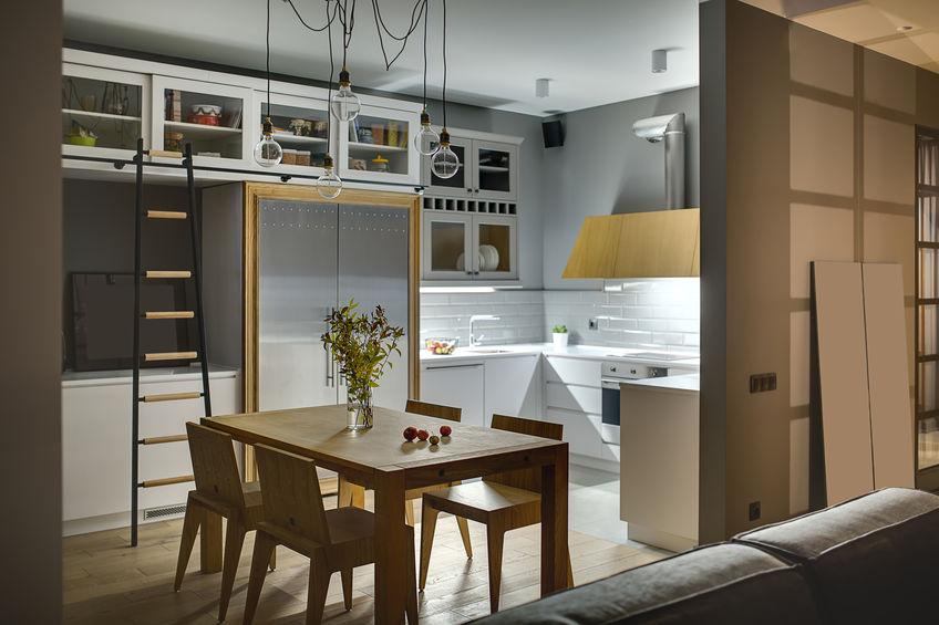 Scala a pioli in cucina: utile per le altezze