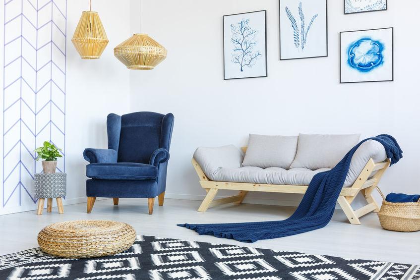Arredare in blu per un soggiorno di tendenza