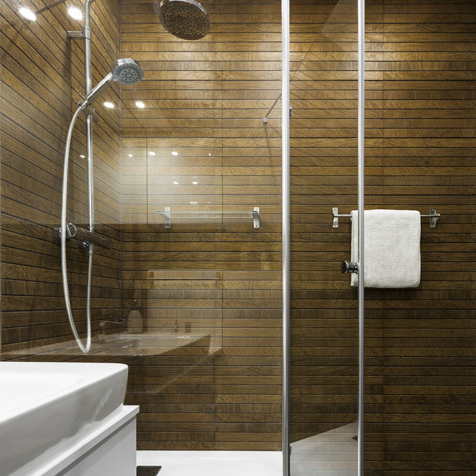 Legno in bagno: di tendenza nella doccia