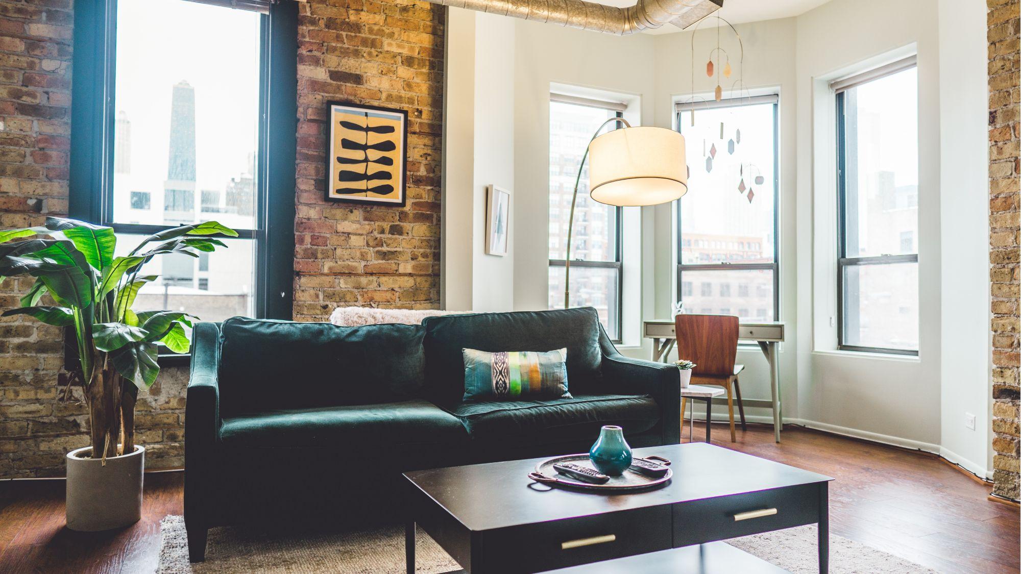 8 ispirazioni per usare una lampada orientabile nella zona giorno