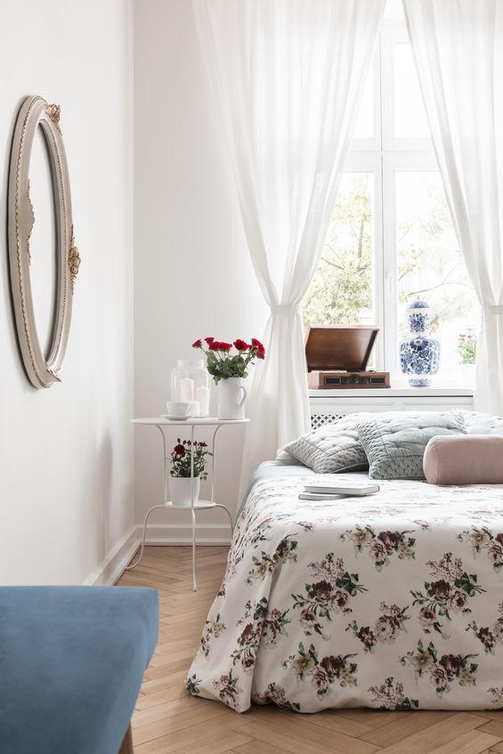 Idee per un letto davanti alla finestra