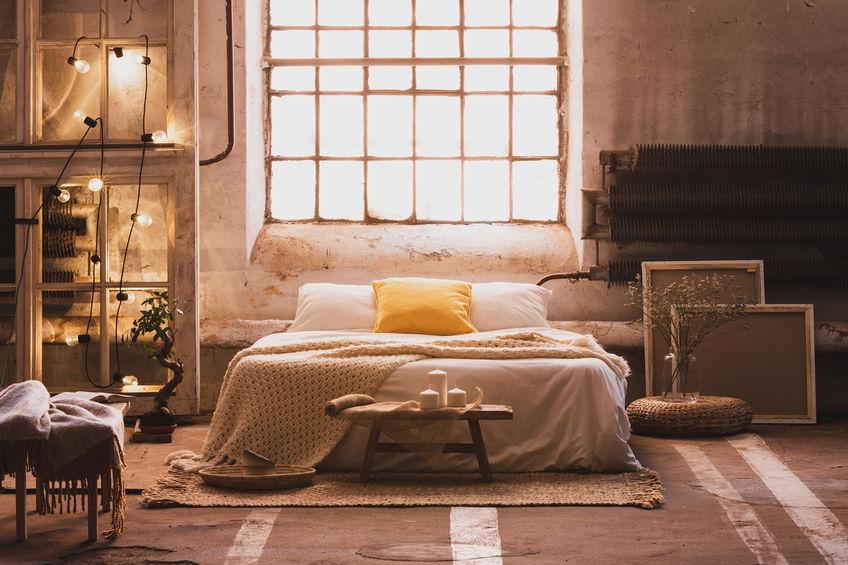 Camera matrimoniale: il letto davanti alla finestra