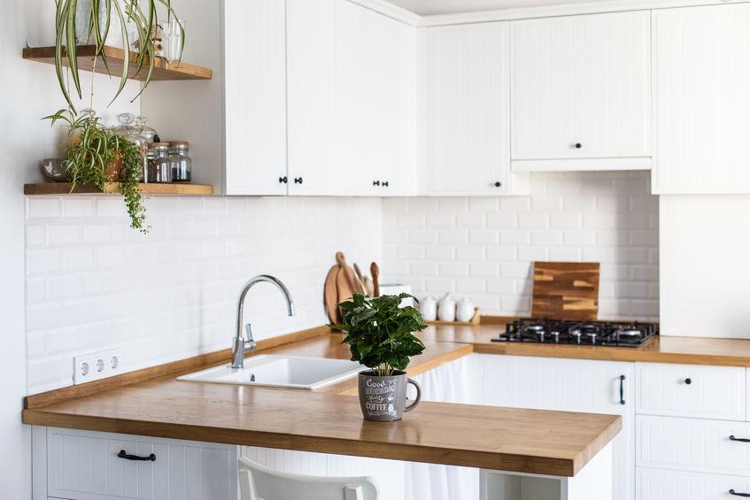 Cucina hi-design e low cost: bianca e nordica