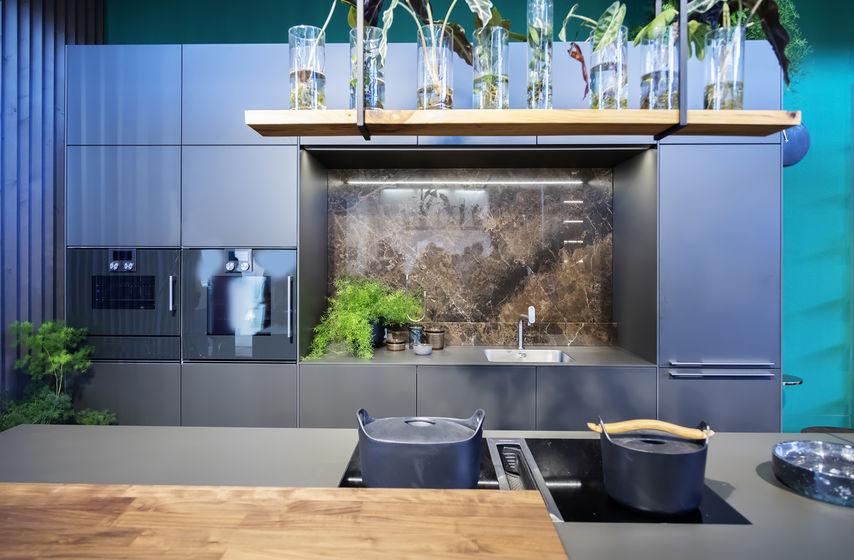 Cucina hi-design e low cost: grigia e contemporanea