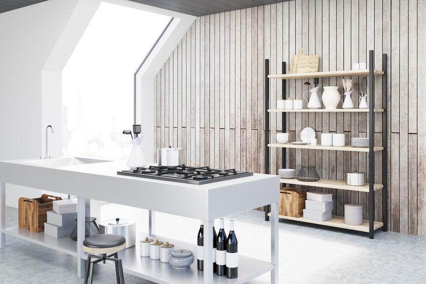 Cucina in mansarda: luce naturale delle finestre velux sul tetto