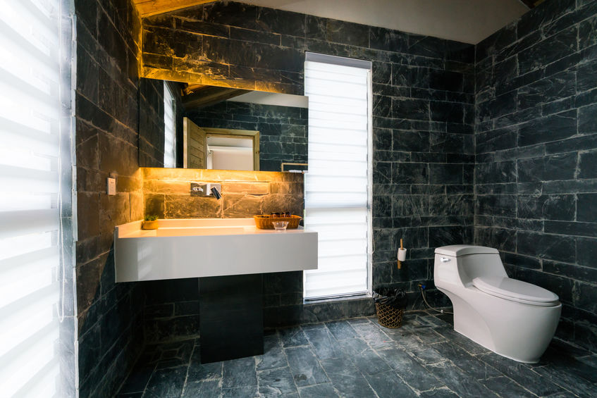 Tende a pacchetto in bagno: rivisitate in chiave moderna