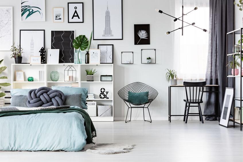 Testiera attrezzata: recuperare spazio in camera da letto