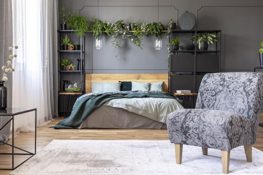 Camera da letto: testiera attrezzata a tutt'altezza