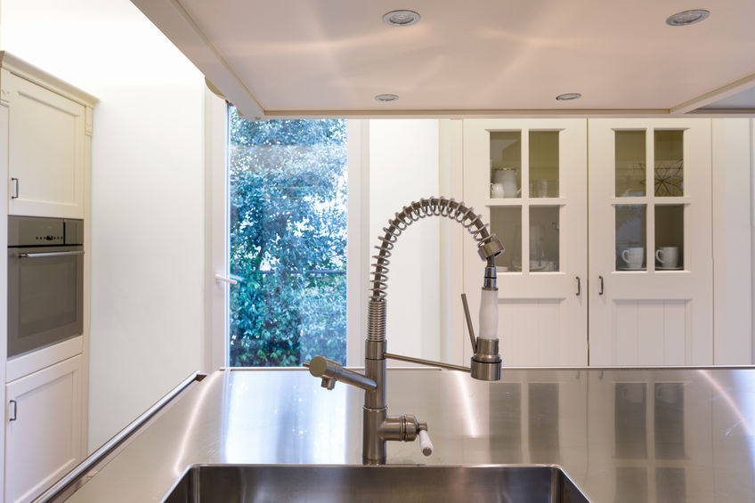 Rubinetti in cucina con doccetta estraibile a molla