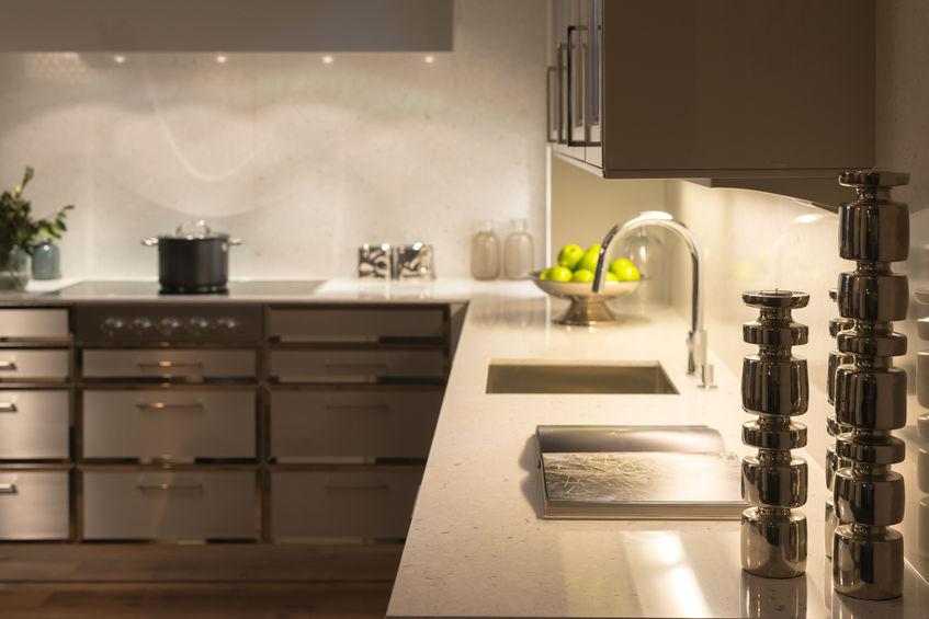 Rubinetti in cucina: con collo a cigno