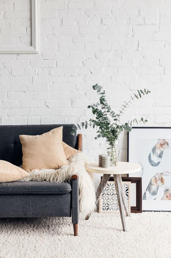 Mattoni in bianco per un soggiorno elegante